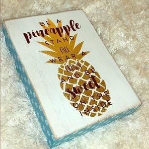 Pineapple wood 5x7 sign